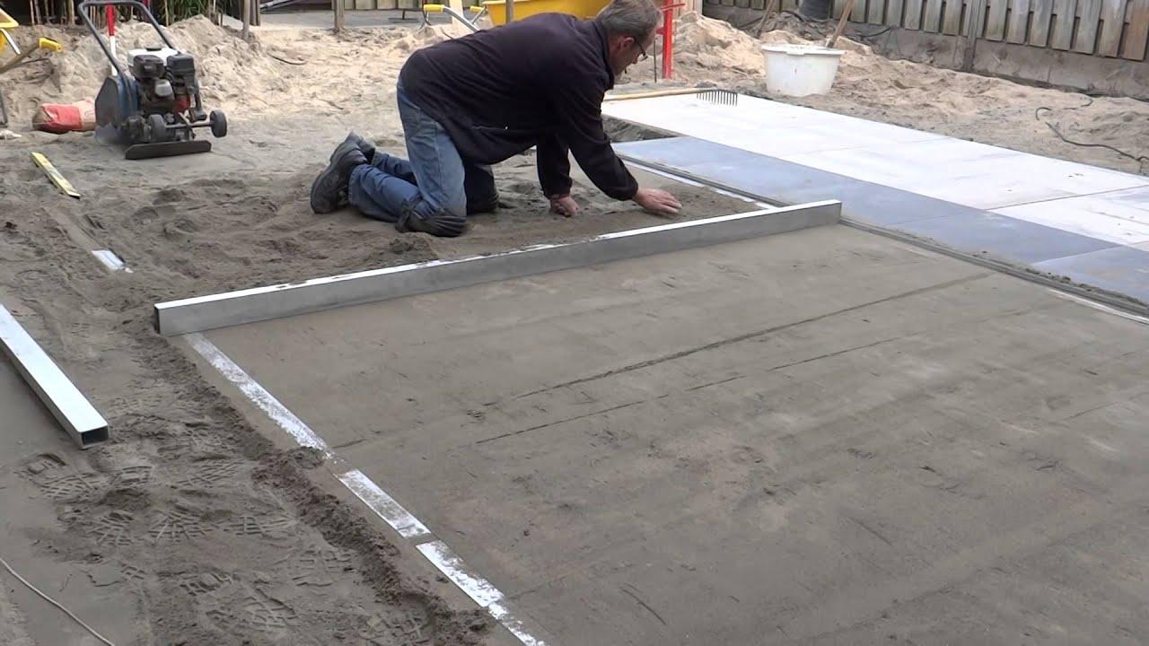 Tuinaanleg aanleggen stabilisatiebed voor terras