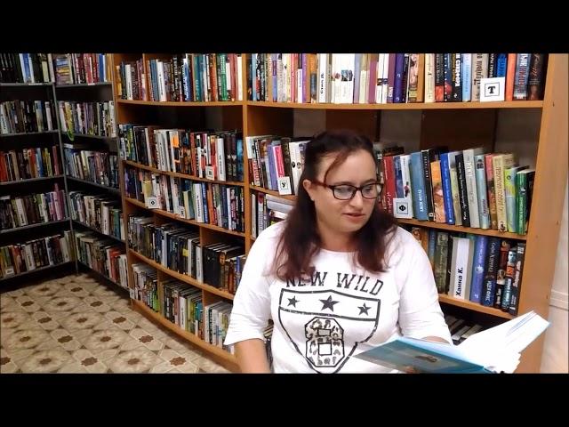 Изображение предпросмотра прочтения – НатальяВакуленко читает произведение «Выпорхнувшая» О.В.Фокиной
