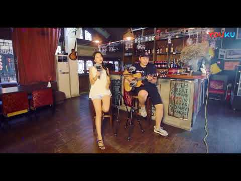 台儿庄最美女民警吉他弹唱 至少还有你