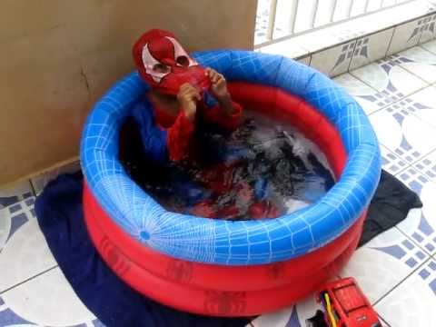 spiderman a la piscine youtube