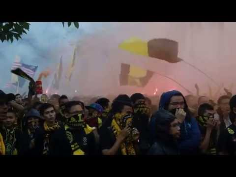 [HD] Mega Corteo 2 Ultras Malaya - Ayuh Bangkit Bersama part 2 | 2014 AFF Suzuki Cup Final