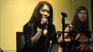 Những Cô Nàng Ham Vật Chất - Hà Thương, guitar Nhật Linh - Bella Vita Bar & Cafe