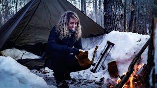 SOLO WINTER BUSHCRAFT OVERNÏGHTER | SNOW TRENCH/TARP SHELTER | Minimal Gear, subzero temps