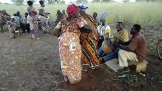 Wedding in Siniéna (the bride dances) Burkina Faso.AVI