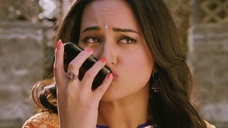 Repeat youtube video Sonakshi Sinha's viral kiss