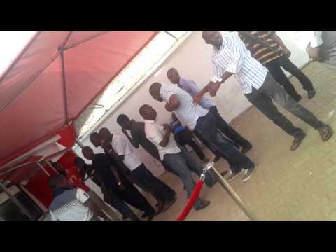 Video 1: UBA Security Man Fights Dirty Over Sharing Of Bribe From Customers At The ATM