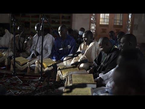 شاهد: المسلمون في داكار ينشدون القصائد في اليوم الأول من شهر رمضان…  - 13:59-2021 / 4 / 15