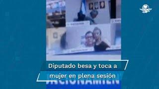 """Conectado desde su casa, sentó a la mujer en sus piernas y le besó el seno, lo que fue visto accidentalmente por el resto de legisladores en Argentina. Tras ser suspendido, dijo estar """"muy avergonzado"""""""