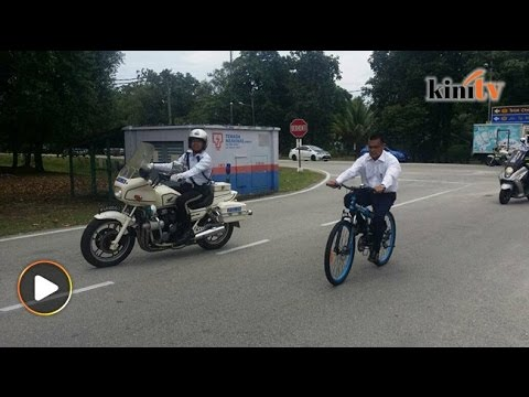 MB Pahang berbasikal pulang ke rumah dari pejabat