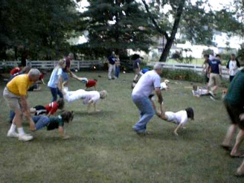 Minarik Backyard Games '09: Wheelbarrow Race - YouTube