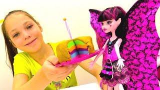 Рапунцель готовит торт для Монстер Хай - Видео для девочек