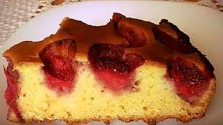 Ну, очень простой пирог с клубникой на кефире.