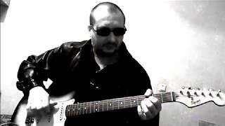 Играю на гитаре песню -Smoke on the Water