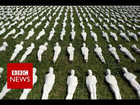 Battle of the Somme: First day's dead marked with 19,240 figurines - BBC News