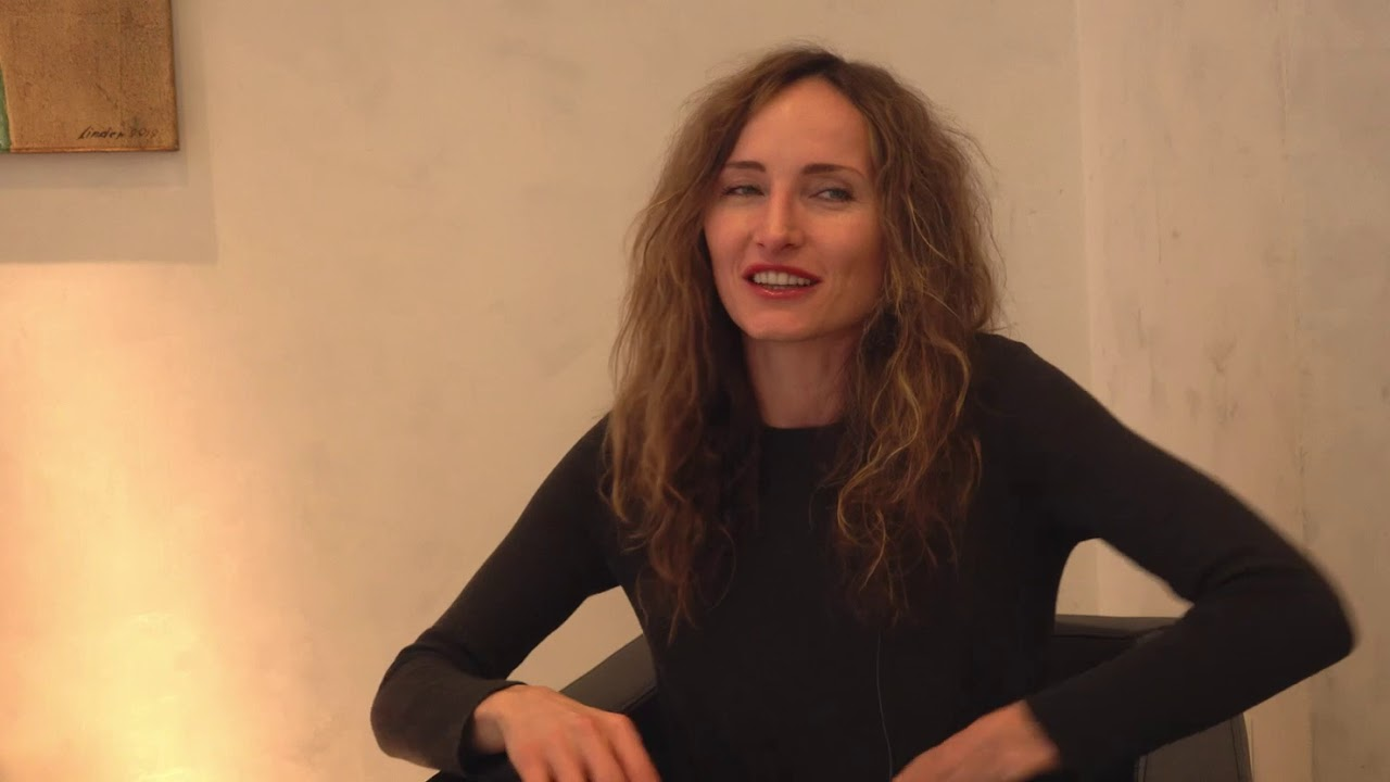 анастасия бегунова актриса фото нос, рубашка