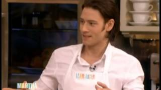 Repeat youtube video IL DIVO Speaking & Cooking II 15-12-2005