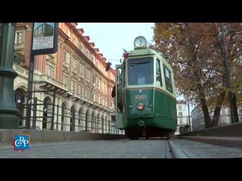 Nei luoghi dei bombardamenti su un tram storico