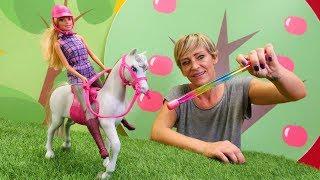 Barbie'nin atı Pamuk kayıp olmuş! Nicole sihir yapıyor. Kukla videosu