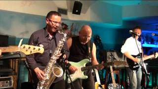 TWO YOUNG LOVERS - PERFORMED BY MFN - LIVE AT ISLA TORTUGA - SETTEMBRE 2010