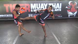 """Fahsuchon Sit-O teaches """"Teep Saifah"""" (side push kick)"""