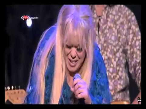 Zeynep Casalini & Zerrin Özer & Hakan Girit -  Love Song