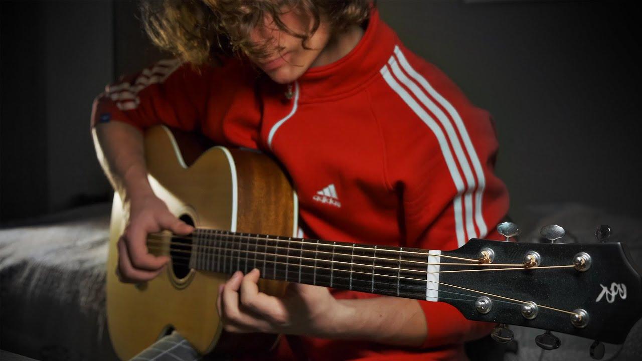 Парень БОЖЕСТВЕННО сыграл ТИТАНИК на гитаре