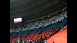 Стадион 'Лужники' поет гимн России!
