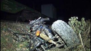 2 человека, катаясь на квадроцикле, погибли под поездом.MestoproTV