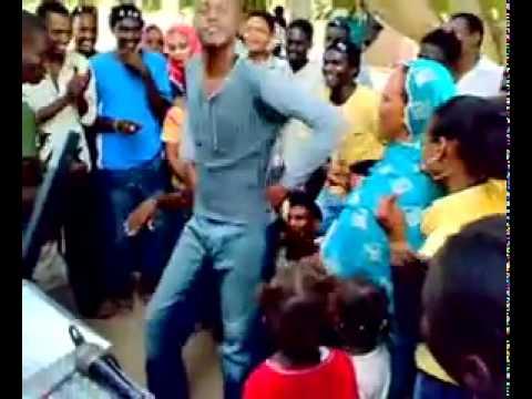 رقص سوداني عجيب thumbnail