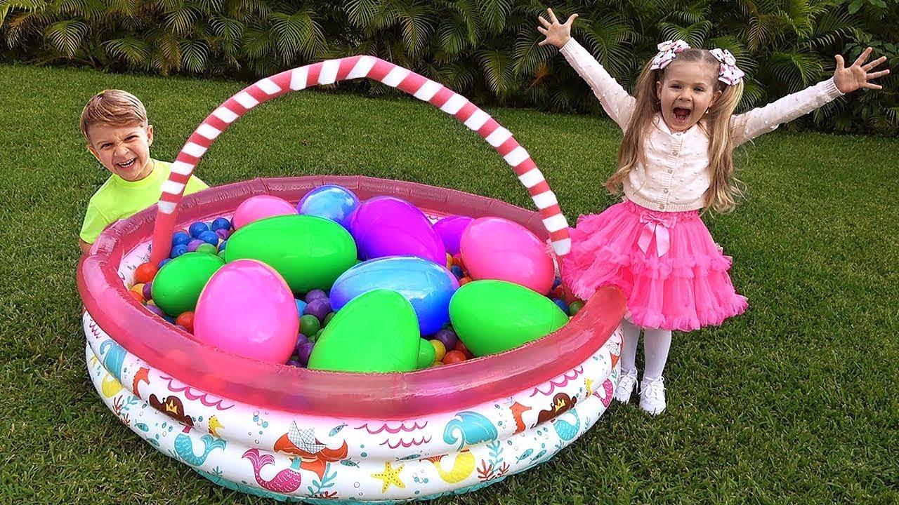 Download Diana Menemukan Telur Mainan Besar Dengan Kejutan