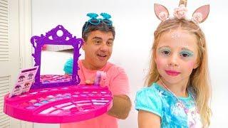 Nastya는 어린이 화장품 사용법을 배웁니다.