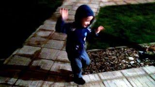 Малыш танцует tecktonik под dubstep. Смешное видео с детьми - как дети танцуют(2,5 летний малыш прикольно танцует tecktonik и брейк данс под dubstep. Смешное видео с детьми. Смешные дети танцуют...., 2015-02-17T02:48:49.000Z)