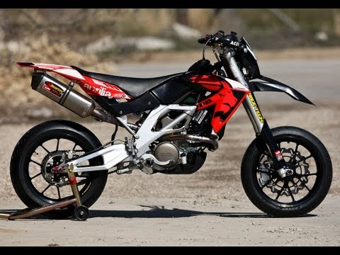 aprilia sxv 550 full acrapovic and drz 400 sm open exhaust acceleration youtube. Black Bedroom Furniture Sets. Home Design Ideas