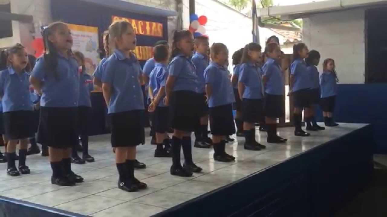 Niños Escuela Chile de El Salvador Cantando Himno Nacional