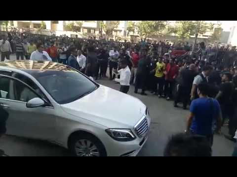 Shahrukh khan entry in seasons mall magarpatta city pune
