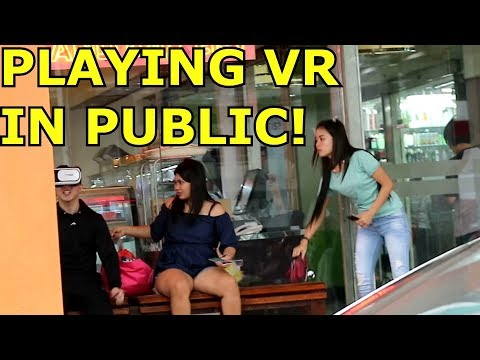 PLAYING VIRTUAL REALITY IN PUBLIC PRANK!
