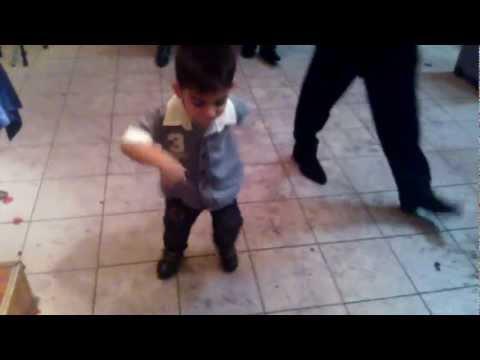 Маленький мальчик танцует Лезгинку!