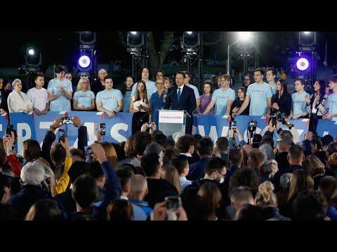 الانتخابات الرئاسية البولندية: نتائج أولية متقاربة بين الرئيس المنتهية ولايته ومنافسه الليبرالي  - نشر قبل 5 ساعة