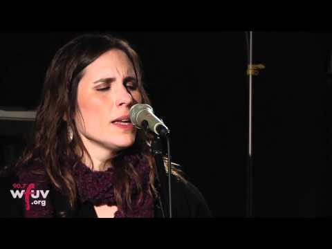"""Rose Cousins - """"The Darkness"""" (Live at WFUV)"""