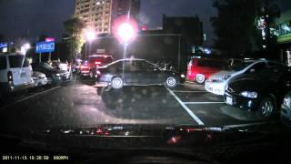 有沒有水準....我在等車位(10分鐘),婦人你一下車就直接站在車位上!!!