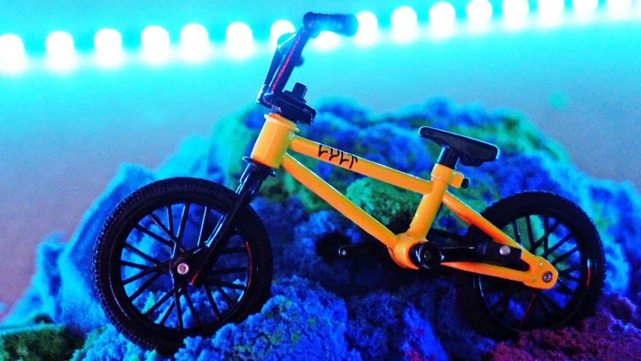 BMX Finger & Kinetic Sand Challenge |  Bmx Yellow Cult Bike | Dirt Jumps on Color Sand