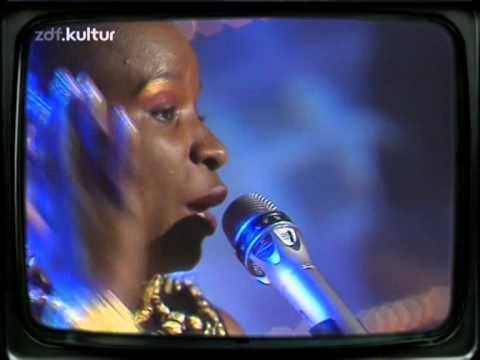 Angelique Kidjo-Agolo