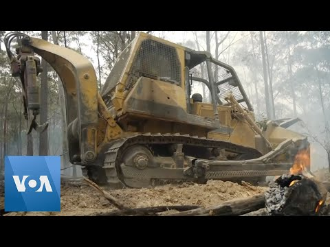 Australian Firefighters Go On the Offensive in Fight Against Wildfires