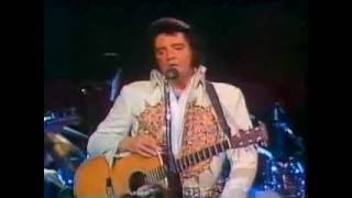 Elvis forgets the words y A mi Manera