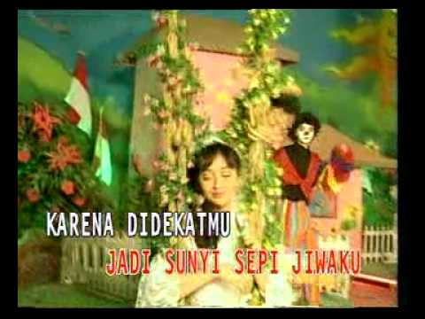 Nia Paramitha - Hangat Hatimu (Original Video Clip)