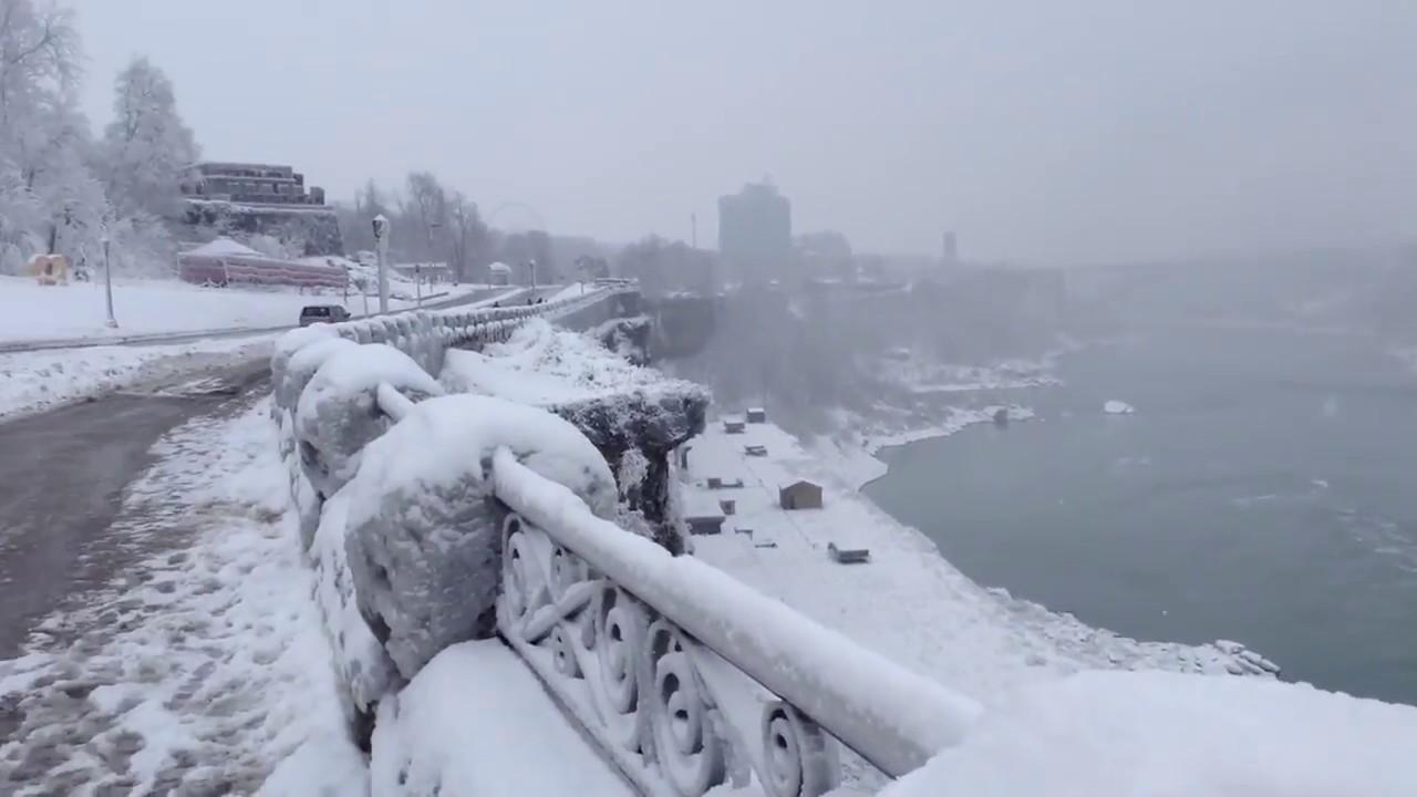 Niagara Falls In Winter Niagara Falls 2018 Canada America Border Cn Tower