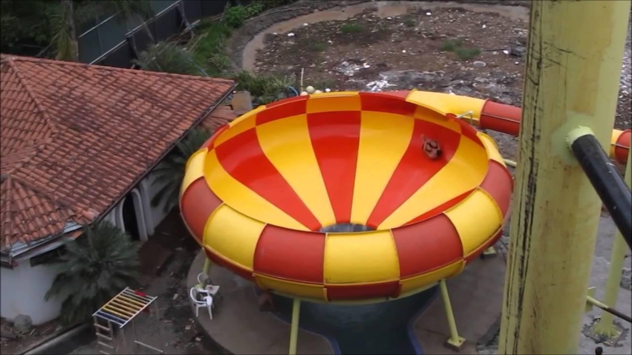 Ronald en parque acu tico villas fantas a orotina costa for Villas fantasia orotina