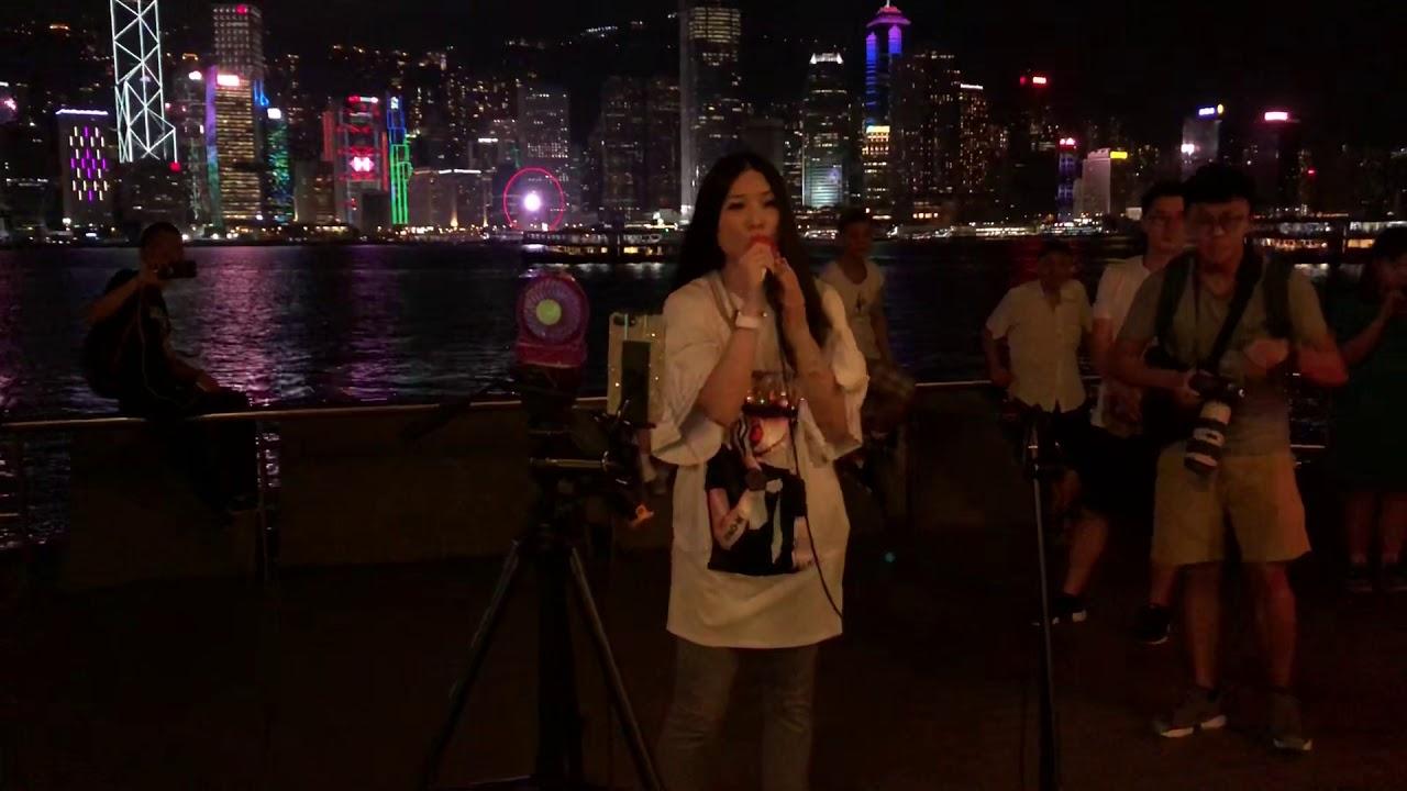 瀟灑走一回「殺街前夕*維港逾百人到場支持梓嘉老師*氣氛熱烈。」(2018-07-25)中國香港歌手彭梓嘉 - YouTube
