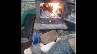 حرق البلاستيك والأحذية.. وسائل أهالي إدلب للتدفئة بسبب ارتفاع أسعار المحروقات - النشرة الاقتصادية