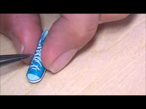 【紐を通すのは「くつう」miniature shoes】